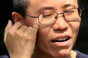 Kinija spaudžiama suteikti laisvę mirusio disidento našlei