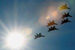 Rusijoje naikintuvus pilotuoti galės ir moterys
