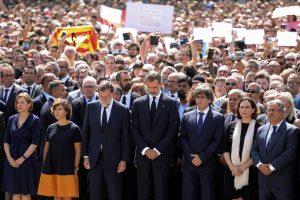 """Ispanijoje išpuolių aukų pagerbimą palydėjo šūksniai """"mes nebijome"""""""