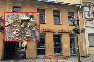 Kaunietė perspėja: senamiestyje byra pastatas – saugokite galvas