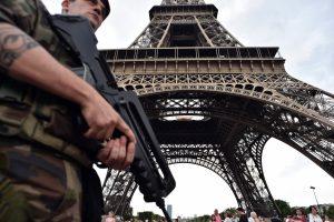 Teroro aktai kirto skaudų smūgį Prancūzijos ekonomikai