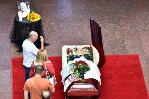 Ukrainoje amžino poilsio išlydimas nužudytas žurnalistas