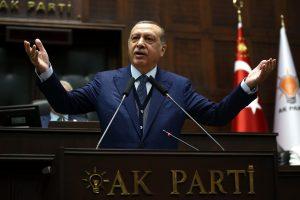 """Turkija pasmerkė """"nežmonišką"""" Kataro izoliaciją"""