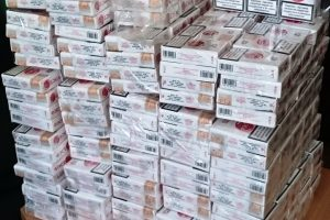 Nelegalių rūkalų prekeivius suviliojo kone perpus pigesnė kaina