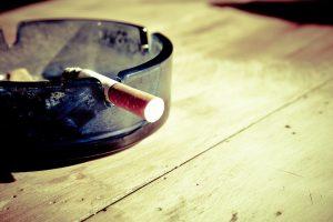 Gąsdinanti statistika: nuo rūkymo mirštas vienas iš dešimties