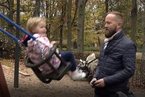 Vieną vaiką auginančioms šeimoms – prastos žinios dėl mamadienių ir tėvadienių