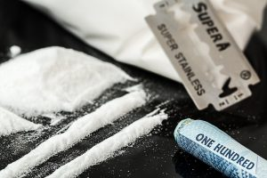 Mažeikiuose per sandorį sulaikyti narkotikų prekeiviai