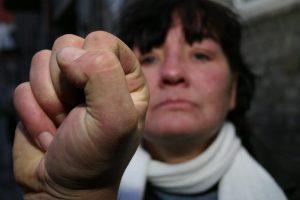 Girtas vyras Telšiuose grasino nužudyti savo mamą