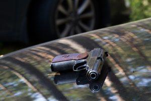 Dėl buvusios merginos automobilį apšaudęs vyras kalės trejus metus