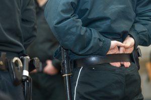 Gaudydamas bėgantį sulaikytąjį susižeidė policijos pareigūnas