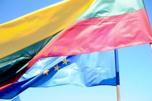 Briuselio pagrūmojimų neišsigando – užsieniečiams kurti partijų Lietuvoje neleis