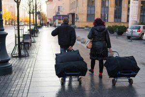Migracijos skauduliai: šiemet Lietuvą paliko dar daugiau žmonių