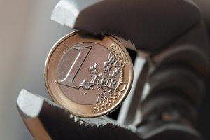 Euro zona: pradedama sankcijų Ispanijai ir Portugalijai procedūrą