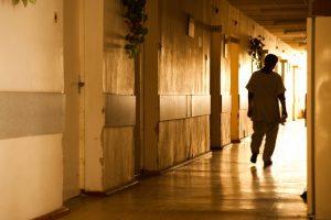 Nelaimė psichiatrijos ligoninėje: pacientas subadė darbuotoją
