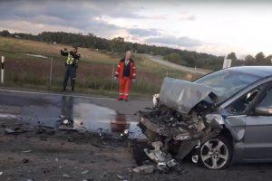 """Prie Rumšiškių kelio nepasidalijo sunkvežimis ir """"Ford"""""""