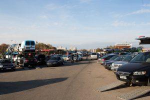 Automobilių rinkos korekcijas lemia ir užsieniečiai