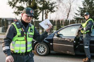 Girtam vairuotojui išsisukti nepavyko – 900 eurų kyšio pareigūnai nepaėmė