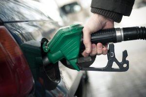 Degalų kainos pasiekė piką: kas bus toliau?