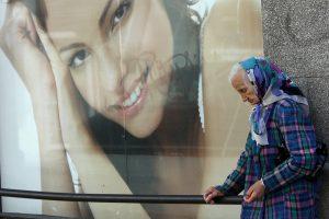 Lietuviška kova su skurdu: pirmiau atima, po to duoda