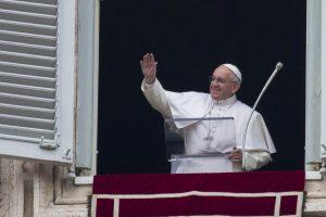Popiežius ragina atsisakyti smurto pasaulio politikoje