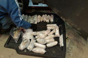 Su kokainu ir kanapėmis įkliuvęs BMW vairuotojas staiga sunegalavo