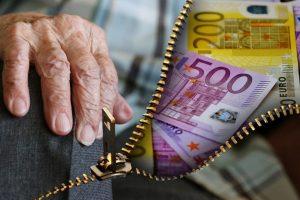 """""""Sodra"""" pradeda mokėti didesnes pensijas: kam ir kiek jos didėja?"""