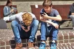 Grėsmės internete: kaip apsaugoti vaikus?