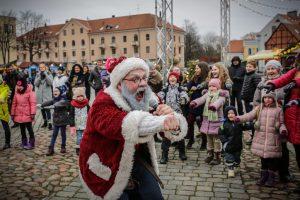 Klaipėdiečių šeimos popietę leido Kalėdų Senelio draugijoje