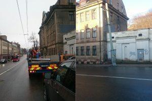 Po neblaivaus vairuotojo avarijos Kaune teks keisti stulpą