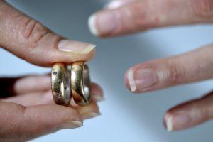 Niujorkietė sąvartyne rado savo netyčia išmestus vestuvinius žiedus