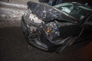 """Kretingos rajone """"Audi"""" rėžėsi į stulpą, nukentėjo mažametis"""