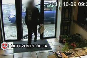 Atskleistas ginkluotas juvelyrikos parduotuvės apiplėšimas (vaizdo įrašas)