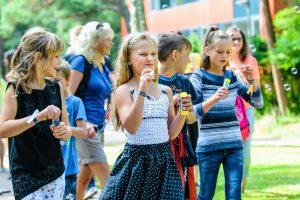 Palanga vaikams dovanoja muilo burbulų pramogas