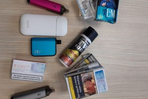 Uostamiesčio moksleivių kuprinėse – cigaretės ir dujų balionėlis