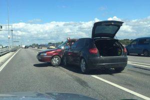 Susidūręs su policininko vairuojamu automobiliu žuvo garbaus amžiaus vyras