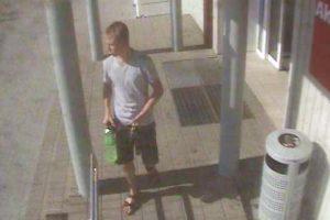 Ieškomas piniginę pasisavinęs jaunuolis
