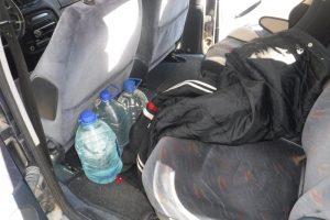 Pareigūnams įkliuvo vairuotojas su namine degtine