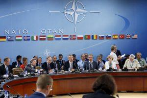 Rusijos diplomatai ragina atkurti pragmatiškus santykius su NATO