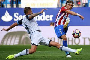 """""""Atletico"""" Ispanijos futbolo pirmenybėse pakilo į trečią vietą"""