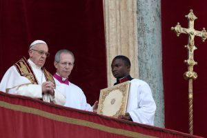 Popiežius savo kalėdiniame sveikinime ragina siekti taikos