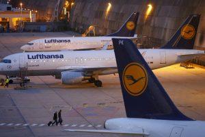 """""""Lufthansa"""" dėl streiko Vokietijos oro uostuose atšaukia 800 planuotų skrydžių"""