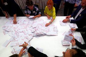 """Latvijos rinkimai: pirmauja prorusiška """"Santarvė"""", liberalai – antri"""