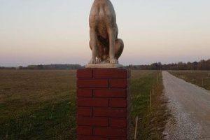 Apvogtas pirmasis šalyje gyvūnų krematoriumas, dingo betoniniai šunys