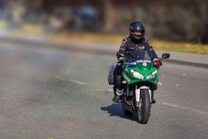 Nepilnametis vairavo motociklą neturėdamas tam teisės