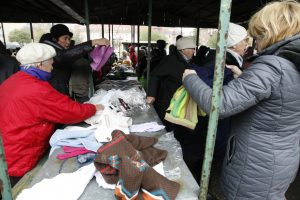 Uostamiesčio gyventojai dalijosi drabužiais
