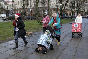 Klaipėdoje linksmo kalėdinio bėgimo dalyviai nepamiršo tauraus tikslo