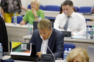 V. Titovą miltais apipylęs tarybos narys pažeidė politiko elgesio kodeksą