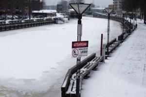 Įspėjama apie pavojus ant ledo