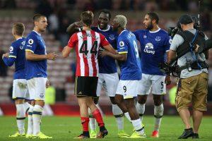 """Anglijos futbolo čempionate """"Everton"""" sutriuškino varžovus"""