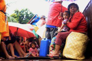 Kalėdinis taifūnas Filipinuose iš namų išgynė dešimtis žmonių